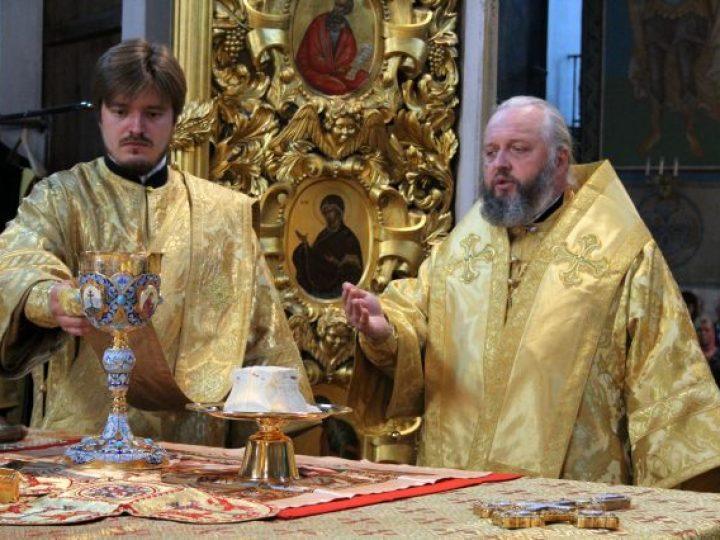 В неделю 11-ю по Пятидесятнице митрополит Аристарх совершил Литургию в Знаменском соборе Кемерова