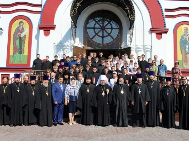 Архиереи Кузбасской митрополии поздравили учащихся семинарии с Днем знаний
