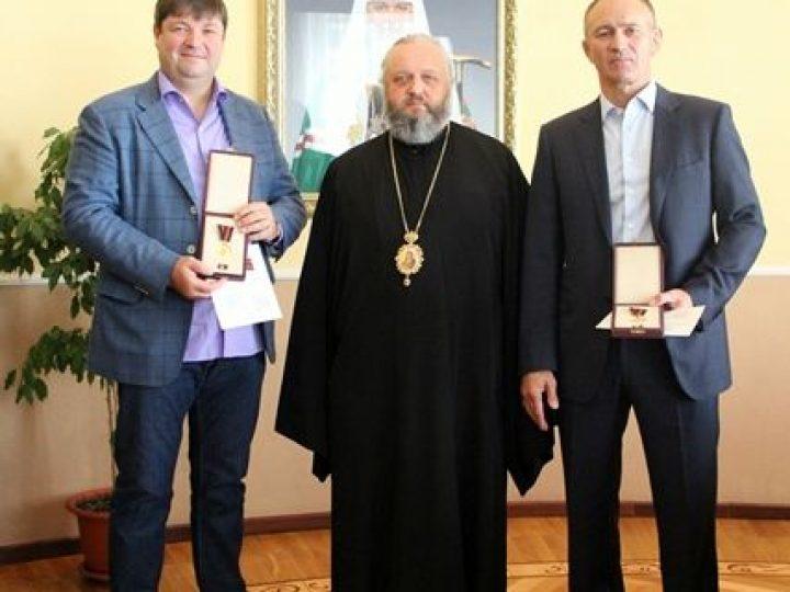 Митрополит Аристарх вручил высокие церковные награды православным меценатам Кузбасса
