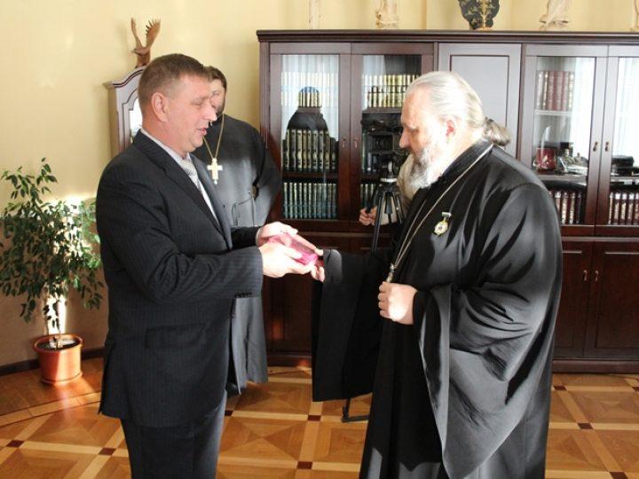 Митрополит Аристарх награжден юбилейной медалью «50 лет городу Березовский»
