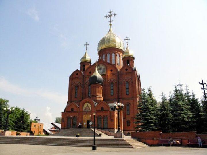 В неделю 24-ю по Пятидесятнице митрополит Аристарх совершил Литургию в Знаменском соборе Кемерова