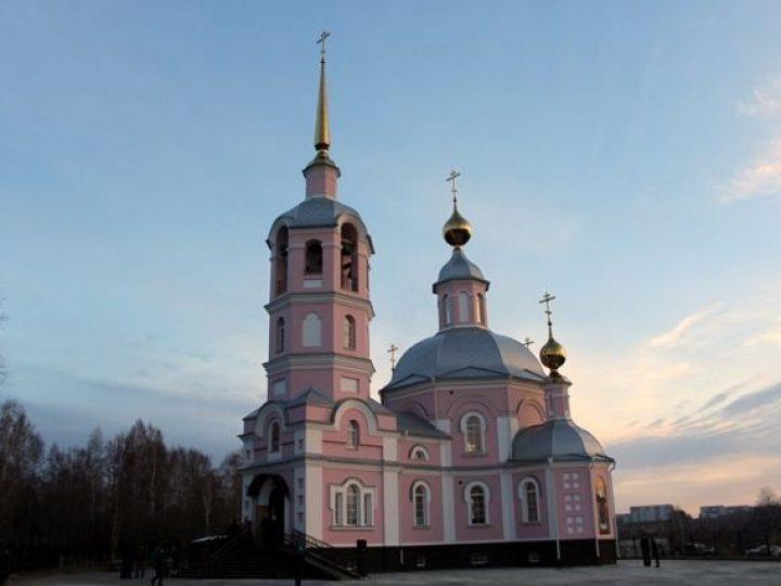 Глава Кузбасской митрополии освятил новый храм в поселке Новосафоновский
