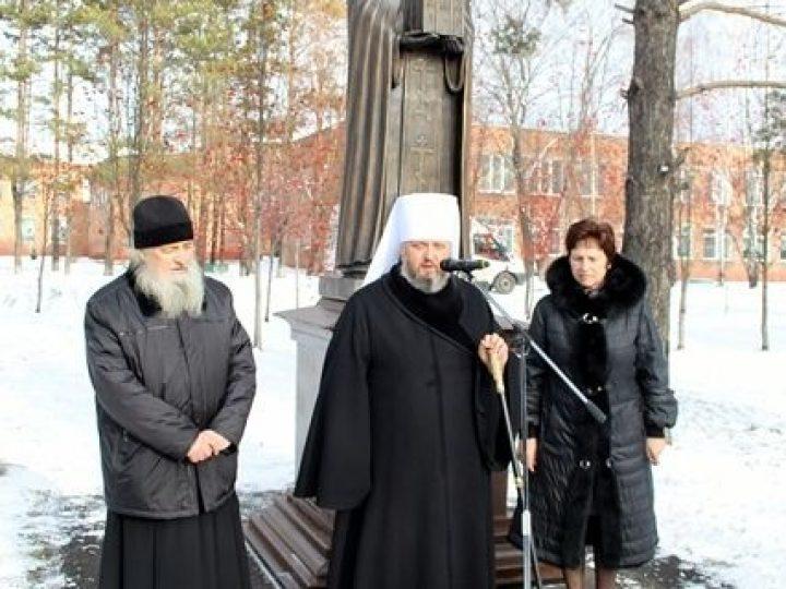 Глава Кузбасской митрополии освятил скульптуру прп. Сергия Радонежского в поселке Школьный
