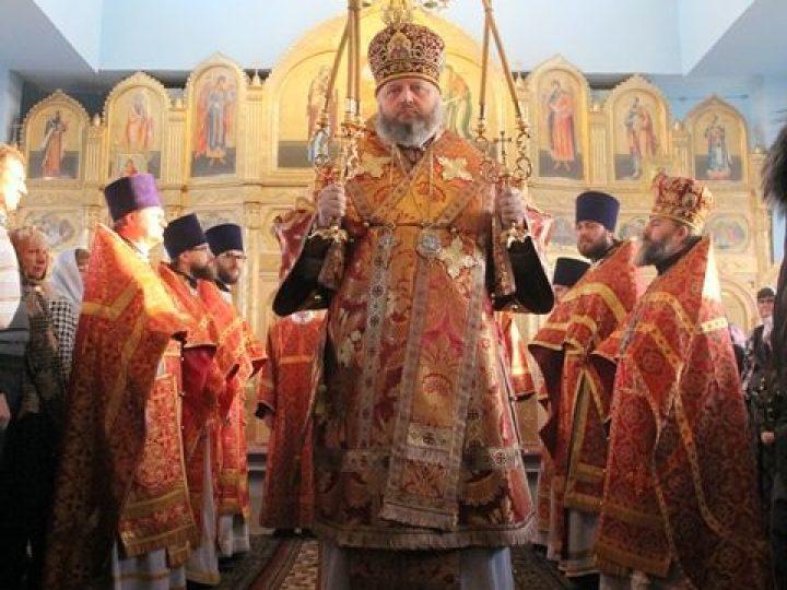 В праздник Собора Архистратига Михаила управляющий Кемеровской епархией совершил Литургию в храме поселка Краснобродский