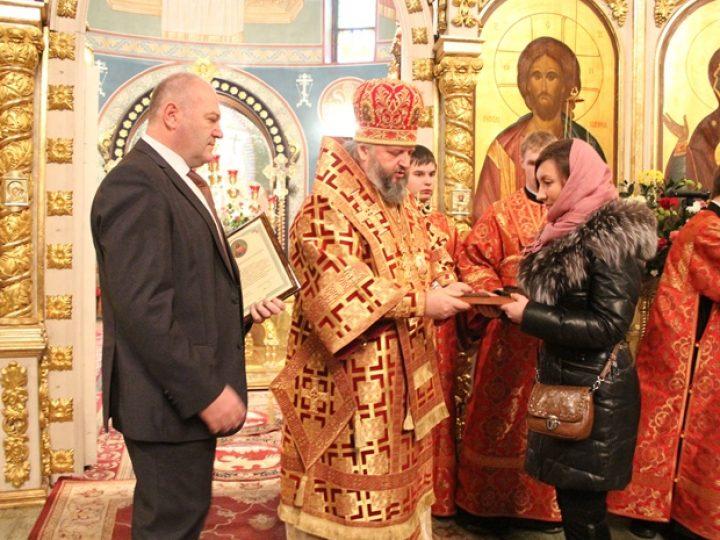 В день памяти небесной покровительницы шахтеров митрополит Аристарх совершил Литургию в Знаменском соборе