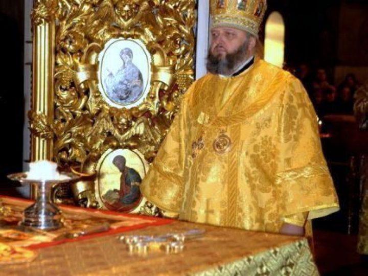 В неделю 30-ю по Пятидесятнице, святых праотец, митрополит Аристарх совершил Божественную литургию в Знаменском соборе Кемерова