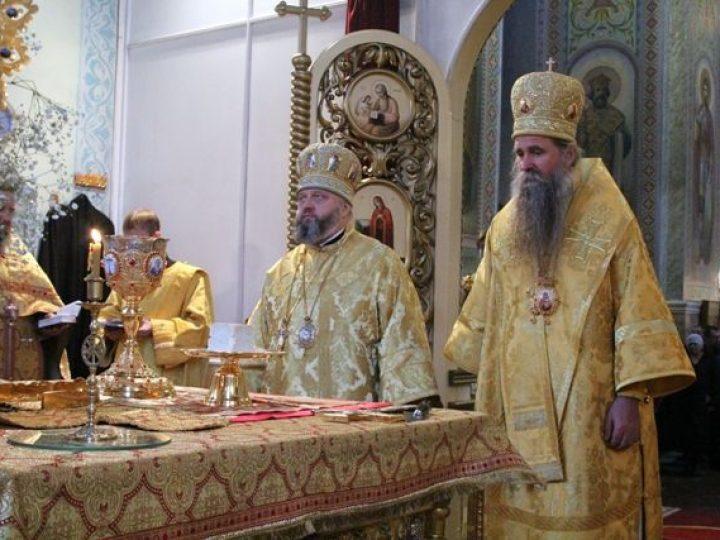 В неделю 28-ю по Пятидесятнице митрополит Аристарх и епископ Иоанникий совершили Литургию в соборе Прокопьевска