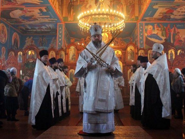 Глава Кузбасской митрополии совершил Великую вечерню в Покровском храме Прокопьевска