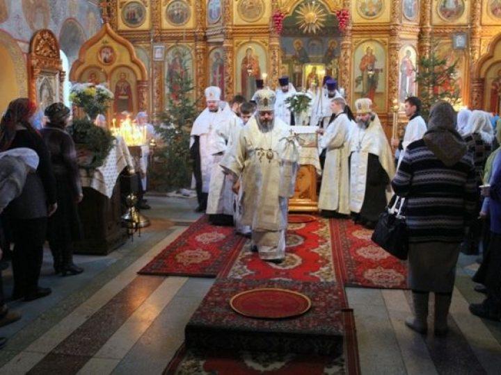 Митрополит Аристарх совершил всенощное бдение в храме иконы Божией Матери «Скоропослушница» Киселевска