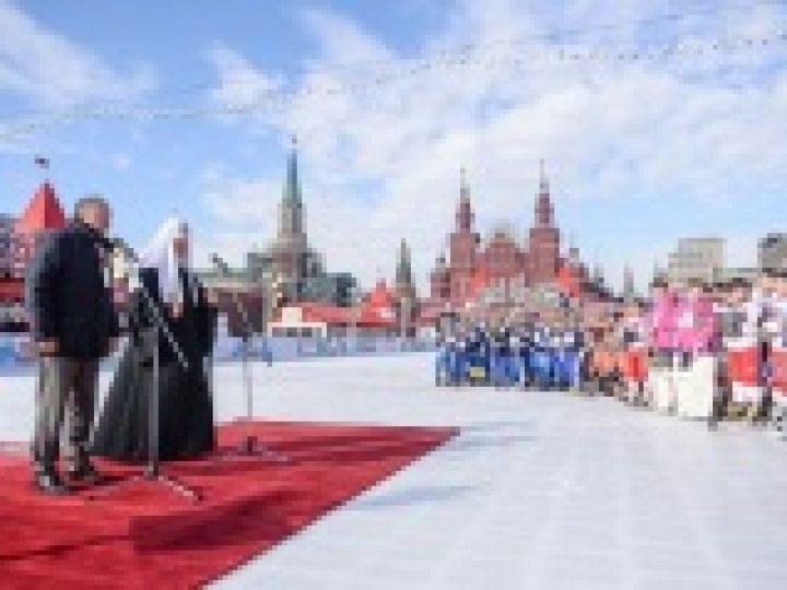 Предстоятель Русской Церкви принял участие в церемонии открытия на Красной площади финальной части VI детского турнира по русскому хоккею на призы Патриарха