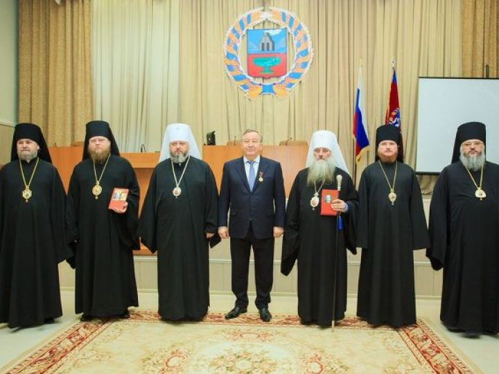 Глава Кузбасской митрополии принял участие в торжествах по случаю 90-летия преставления святителя Макария (Невского), прошедших в Барнауле