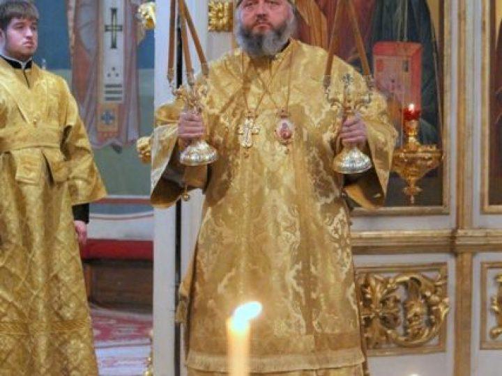 В Неделю мясопустную, о Страшном Cуде, глава Кузбасской митрополии совершил Божественную литургию в Знаменском соборе