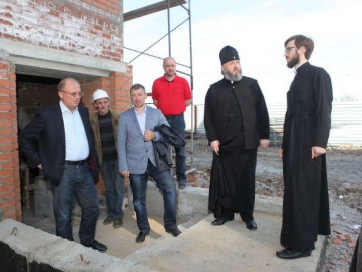 В Кемерове митрополит Аристарх ознакомился с ходом работ по строительству двух храмов