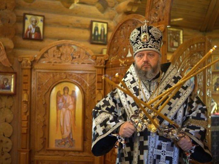В Великий вторник митрополит Аристарх совершил Литургию Преждеосвященных даров в Александро-Невском храме Кемерова