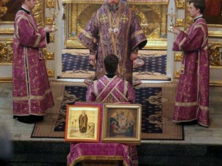 В Неделю 5-ю Великого поста митрополит Аристарх совершил Литургию в Знаменском соборе
