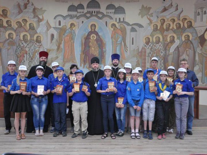 Митрополит Аристарх напутствовал кузбасских следопытов, которые отправятся на космодром «Байконур»