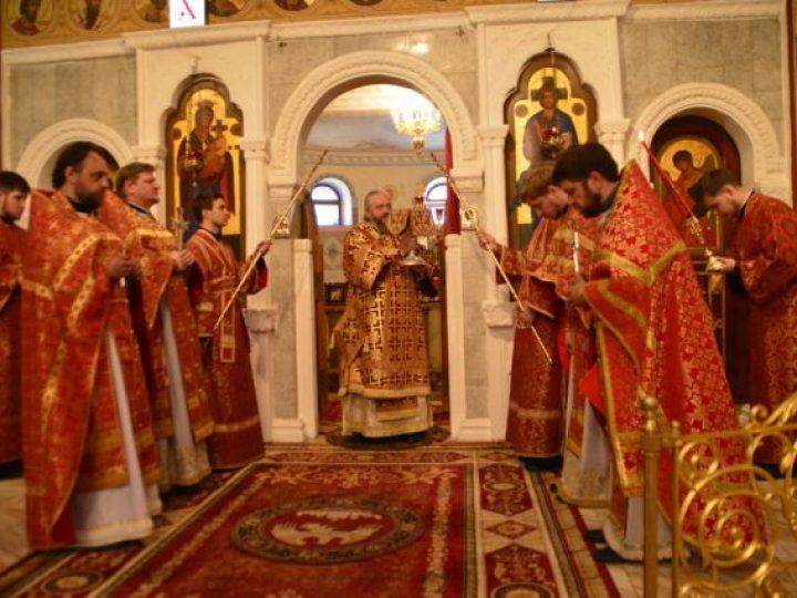 В Неделю 6-ю по Пасхе, о слепом, митрополит Аристарх совершил Литургию в нижнем храме Знаменского собора