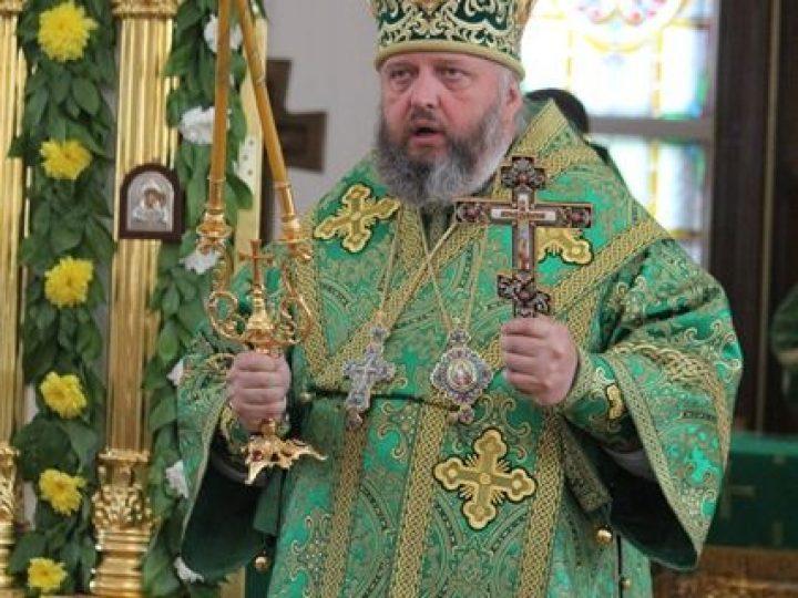 В день Святой Троицы митрополит Аристарх совершил Литургию и Великую вечерню в Троицком храме Кемерова