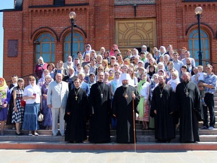 Глава Кузбасской митрополии вручил свидетельства выпускникам богословских курсов Кемерова