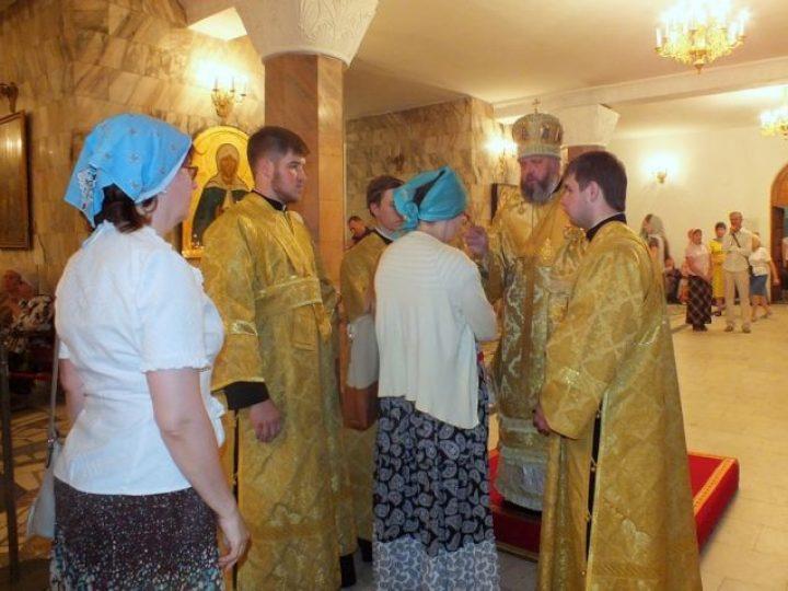 В Неделю 3-ю по Пятидесятнице митрополит Аристарх совершил всенощное бдение в Знаменском соборе