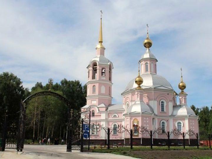 Митрополит Аристарх совершил всенощное бдение в Никольском храме поселка Новосафоновский