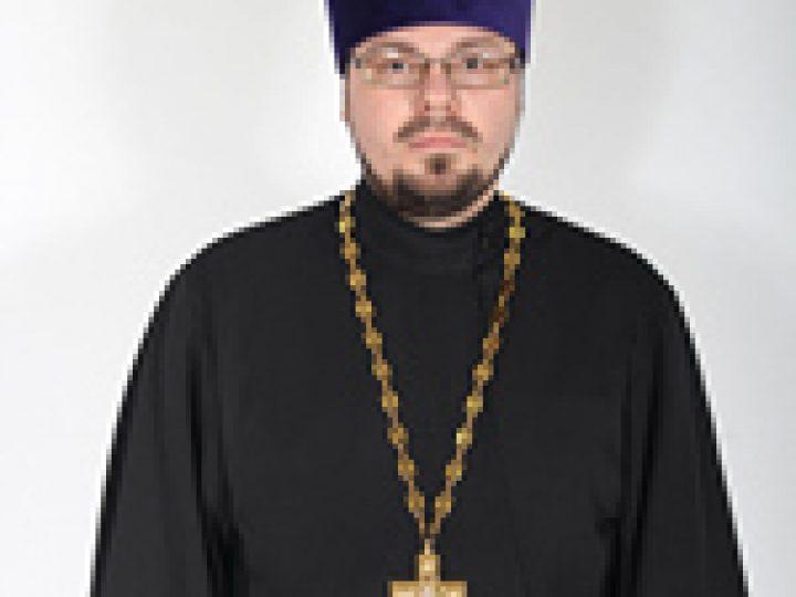 О том, почему человеку необходимо посещать храм и о значении коллективной молитвы в нашей жизни рассказывает иерей Андрей Киреев, настоятель прихода святителя Николая Чудотворца г. Березовский: