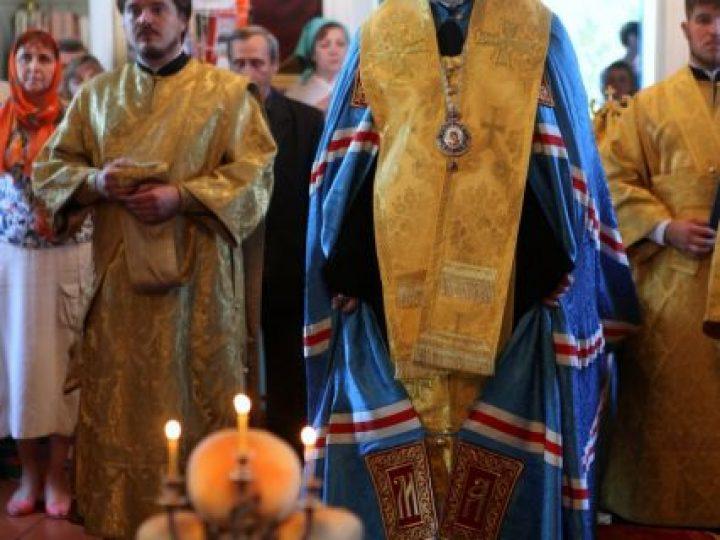 Глава Кузбасской митрополии совершил всенощное бдение в Петропавловском храме Киселевска