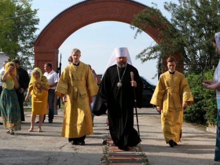 В день памяти первоверховных апостолов Петра и Павла митрополит Аристарх совершил Литургию в храме Салаира