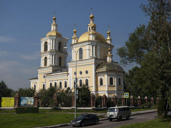 Глава митрополии возглавил торжества престольного дня старейшего храма Кузбасса