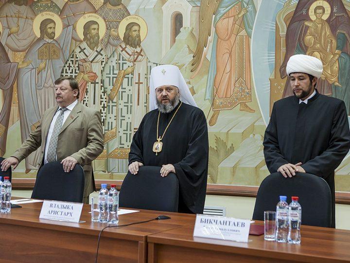 В Кемеровском епархиальном управлении состоялись Парламентские встречи в рамках XVIII региональных Иоанновских образовательных чтений