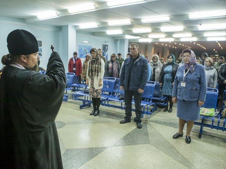 Митрополит Аристарх совершил освящение места под строительство храма в поселке «Европейские провинции» Кемеровского района