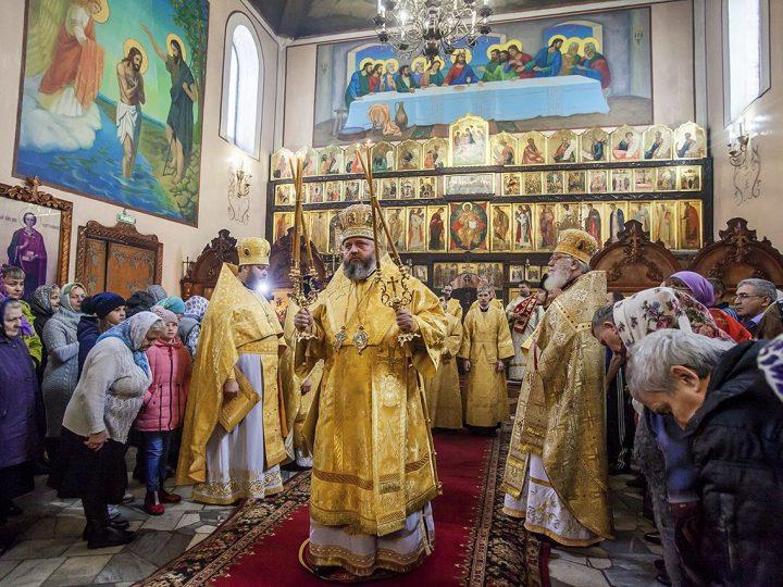 Митрополит совершил Литургию в храме Новомученников и Исповедников Церкви Русской в Ленинске-Кузнецком