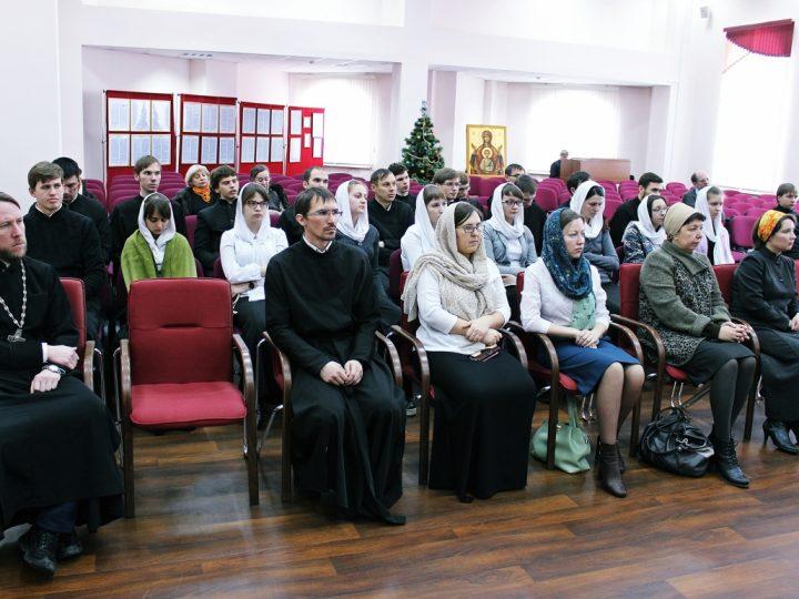 Глава митрополии провел рабочий день в семинарии