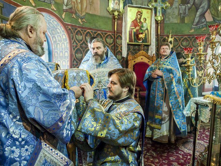 В праздник Введения митрополит Аристарх совершил Литургию в Киселёвске