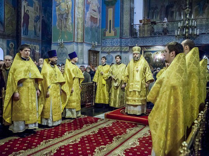 В день памяти святителя Спиридона Тримифунтского митрополит Аристарх совершил богослужения в Знаменском соборе
