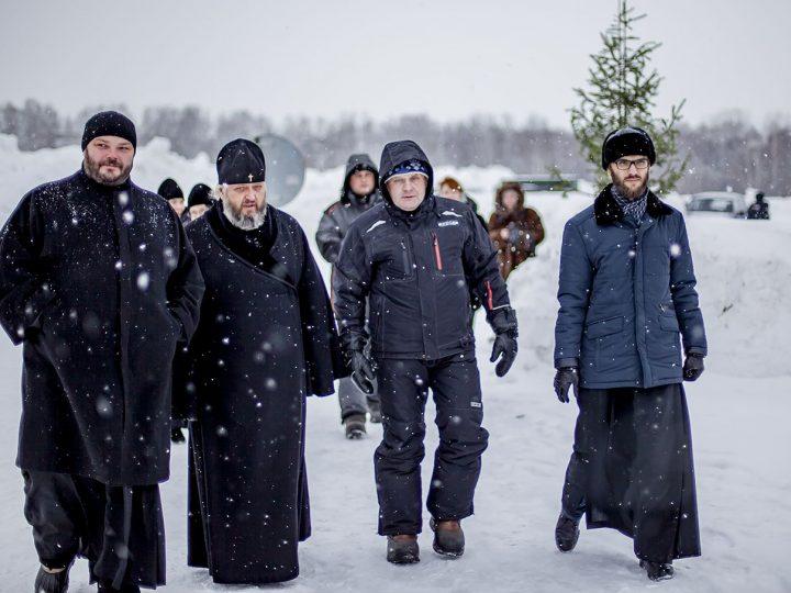 На Крещение митрополит Аристарх посетил места массовых купаний кузбассовцев
