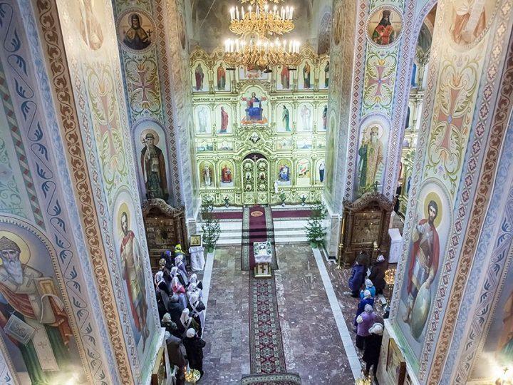 В день памяти первомученика и архидиакона Стефана митрополит совершил Литургию в прокопьевском соборе
