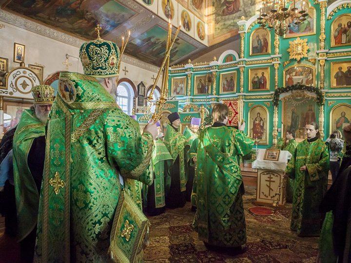 Митрополит Аристарх совершил богослужение в Вознесенском храме Белова