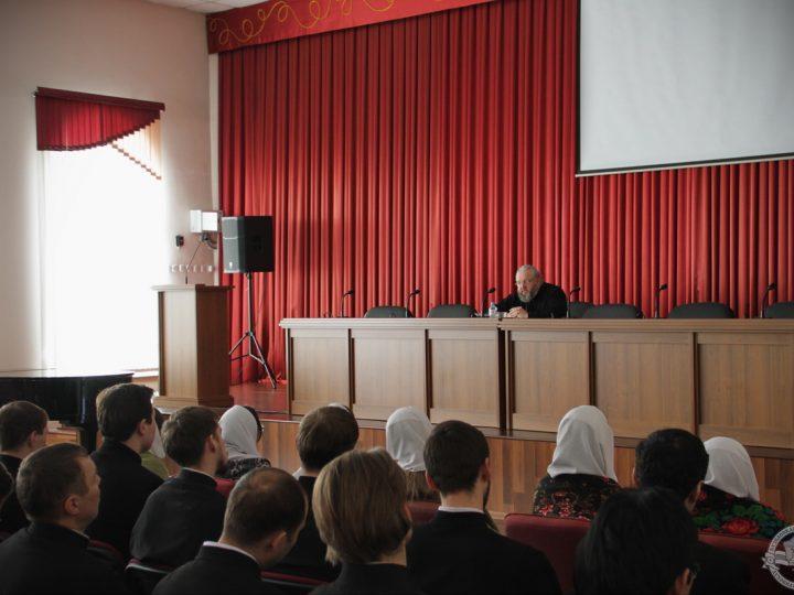 Рабочий день главы Кузбасской митрополии прошел в семинарии