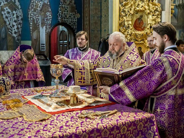 Во вторую неделю Великого поста митрополит Аристарх служил в кафедральном соборе