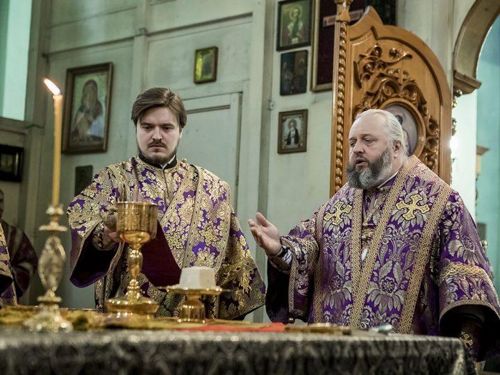 Митрополит Аристарх помолился о шахтерах Кузбасса