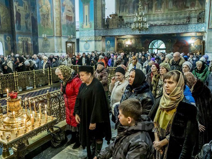 В предпоследний воскресный день Великого поста митрополит молился о благополучии Кузбасса