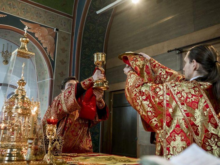 В неделю антипасхи митрополит Аристарх совершил Литургию в Березовском