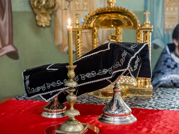 В Великий Понедельник митрополит совершил Литургию Преждеосвященных Даров в соборе