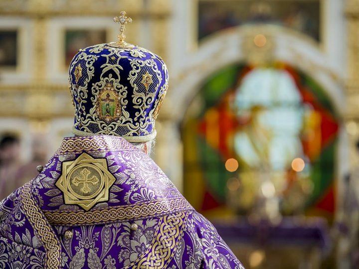 В Великий Четверг митрополит совершил Литургию в кемеровском храме Святой Троицы