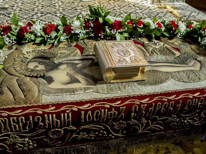 В православных храмах Кузбасса состоялись богослужения с выносом Плащаницы