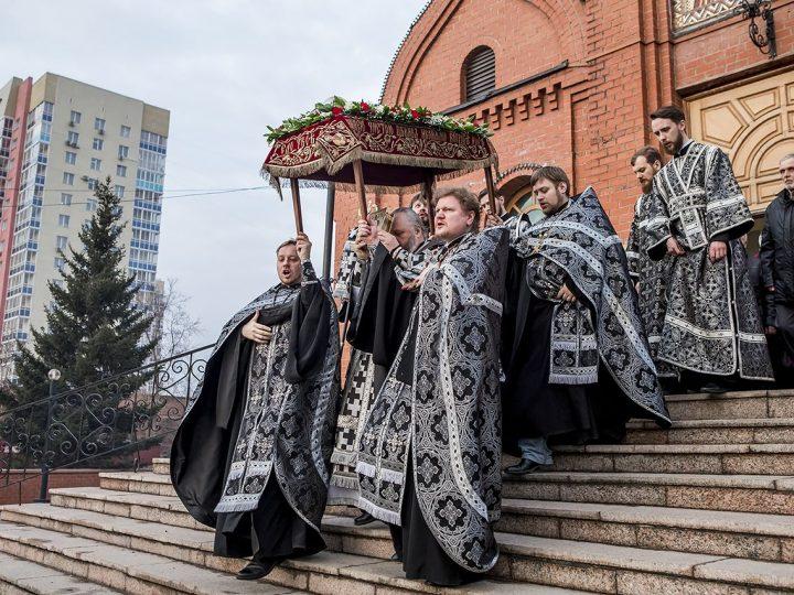 Утреня с чином погребения Плащаницы совершена в Знаменском соборе