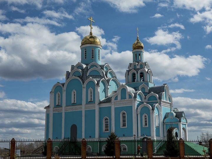 В Светлый четверг вечером митрополит Аристарх совершил Великую вечерню в Успенско-Никольском храме Нового Городка
