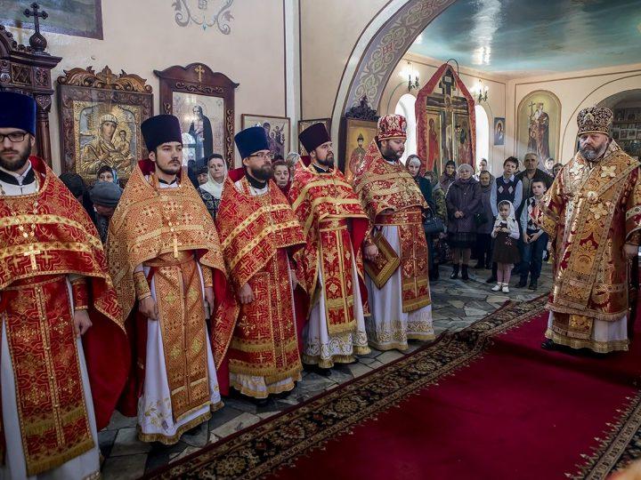В Светлый пяток митрополит Аристарх совершил Божественную Литургию в храме Новомучеников и Исповедников Российских