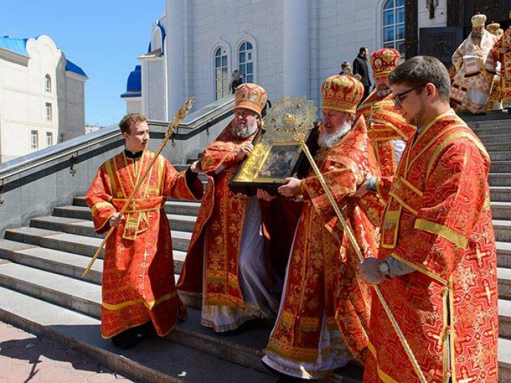Владыка Аристарх принял участие в освящении колокольни Успенского собора Астаны